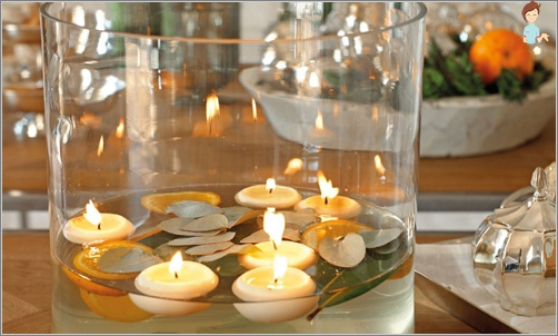 Įrengimas žvakės Kalėdų stalo 2017 gaidelį