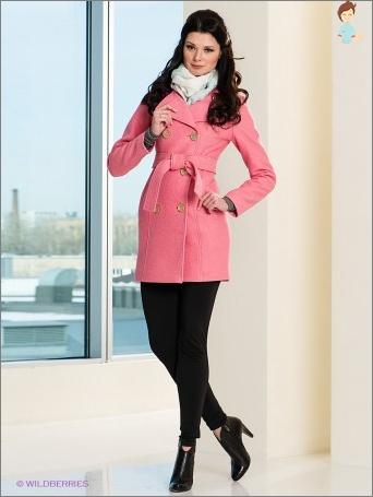 Įgyvendinti ryškių spalvų niūrus offseason: įsigyti rožinė paltai
