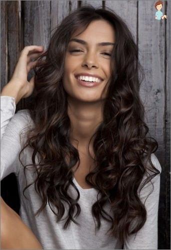 mörkbrun hårfärg med lila