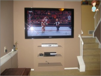 TV ant sienos: stilingas, patogus, gražus