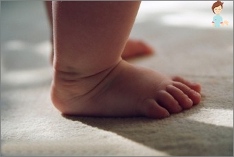 The child goes on tiptoe - what to do with it?