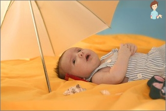 First aid for heat stroke in a child
