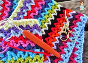 Plaid, knitted crochet: how to pick up the thread, knitting and color scheme