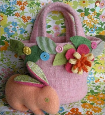 How to sew a purse out of felt and denim handbag for girls with their hands?