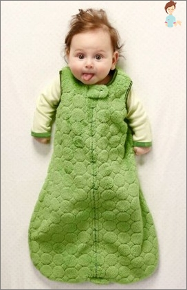 A sleeping bag for babies with their hands: an irreplaceable thing in the wardrobe