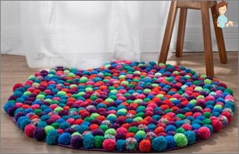 How to make a rug out of pompons with their hands?