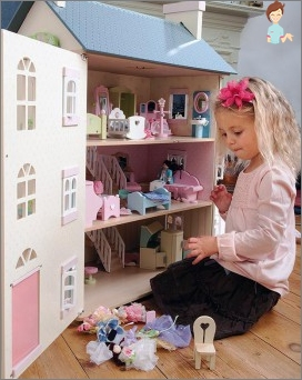 How to make a toy house for dolls?