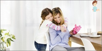How to please the most precious person: we are looking for a gift to mom