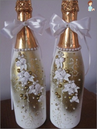Wedding champagne and glasses: how to decorate with your own hands?