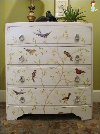 Decoupage Chest: features art and style