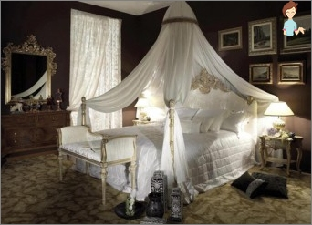 The canopy over the bed with his hands: do chic bedroom