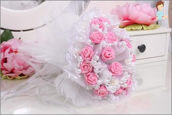 Adorable wedding bouquet with their hands to themselves, loved