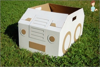 Cardboard crafts are ideal for family creativity!
