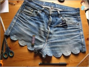 What can be made of old jeans?