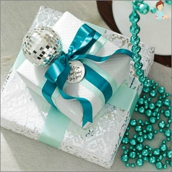 How to Wrap a gift with their own hands?
