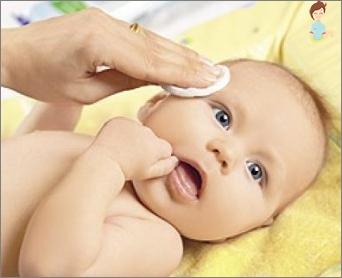 Die korrekte Hautpflege des Babys verhindert das Auftreten von Krusten auf dem Kopf