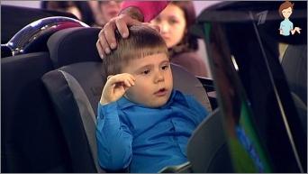 بالنظر إلى الطفل في السيارة: ماذا تفعل؟