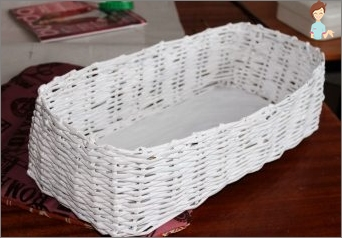 Wie erstellt man einen Korb aus Zeitungsröhren alleine?