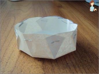 Herstellung verschiedener Formen für Kuchen von Bachelor-Gegenständen