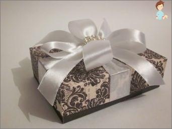 كيفية جعل التعبئة والتغليف هدية: 5 طرق