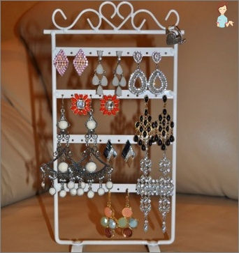 Original stand for earrings with their own hands - create beauty