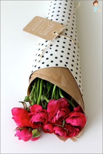 How to pack live flowers in corrugated paper while retaining their freshness?