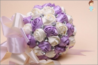 Unusual attribute in the hands of the bride - a wedding bouquet of ribbons