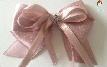 How to make a beautiful bow from a narrow satin ribbon?