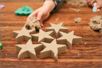 How to interest the child: we create crafts from sand with him