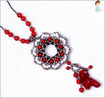 Secrets of weaving pendants from beads with their own hands