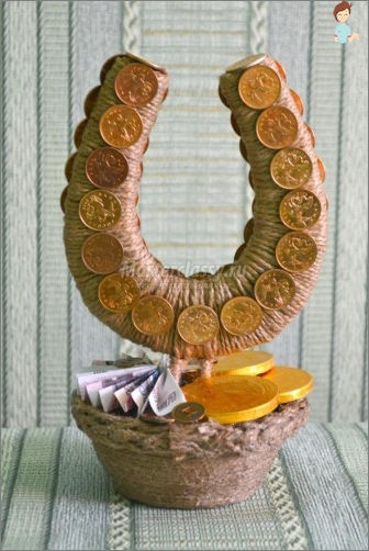 How to make interesting crafts from burlap and twine?