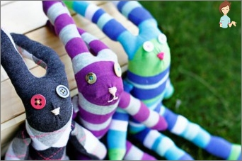 Second life of things: toys of socks with their own hands