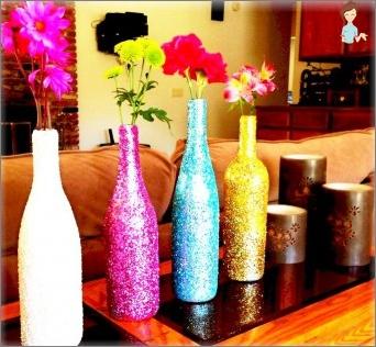 So dekorieren Sie eine Glasflasche