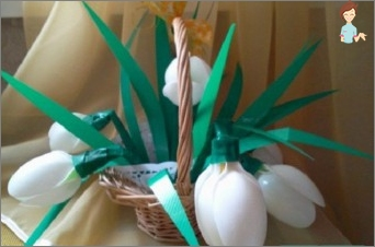 Plastic miracle with your own hands: Mastery Flowers from simple spoons