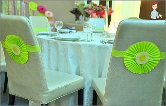 كيف يتم الاحتفال بالورق الزفاف؟