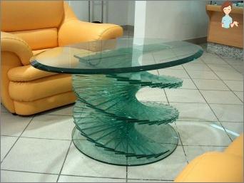 Sorten des Handwerks aus flüssigem Glas machen es selbst