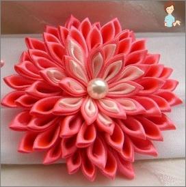 Ungewöhnliche Dekorationen mit eigenen Händen: Blumen aus dem Band
