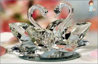 كم سنة وكيفية الاحتفال بزفاف الزجاج؟