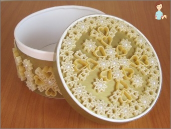 Create from products: crafts from macaroni