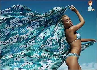Pareo for the beach: Caprice or an indispensable thing